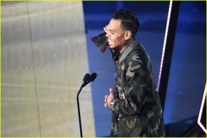 chris-brown-iheartradio-awards-win-09